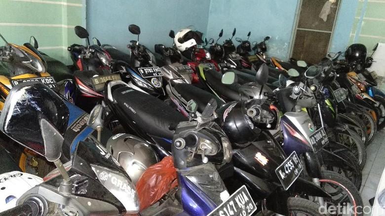 Penitipan motor di Bekasi (Foto: Luthfi Anshori)
