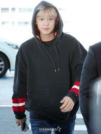 Tampil Tanpa Makeup, Chanyeol EXO Dikritik Netizen Terlihat Tua