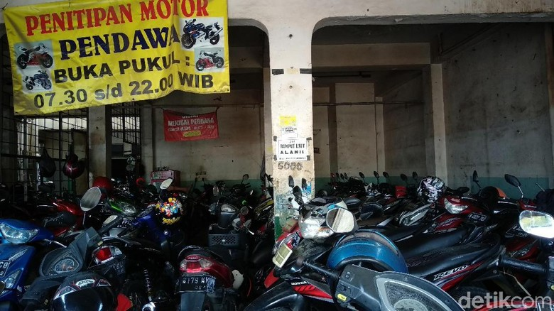 Penitipan motor Pendawa (Foto: Luthfi Anshori)