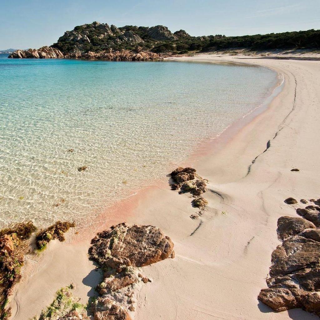 Bawa Pasir Pantai 40 Kg, Sepasang Turis Terancam Penjara