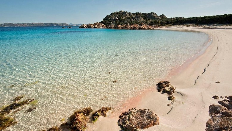 Pantai-pantai yang indah di Sardinia (Visit Sardinia/Facebook)