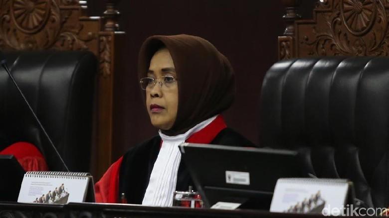 Hakim MK Tegur Saksi PKS: Beri Kesaksian, Jangan Cuma Baca Permohonan