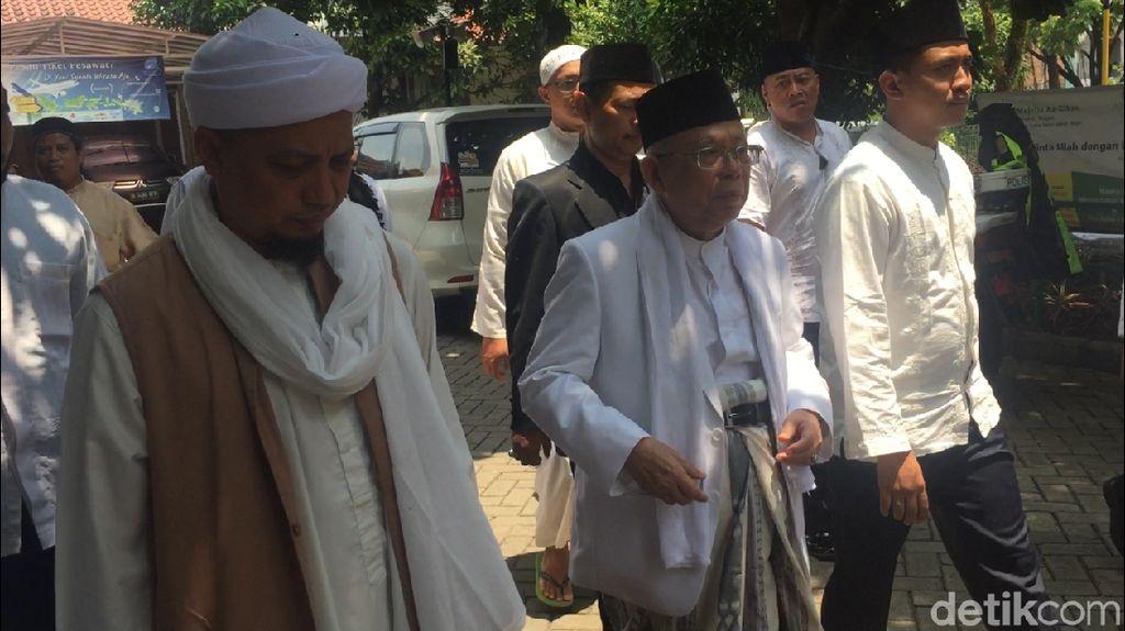 Maruf Amin Salat Jumat di Ponpes Arifin Ilham