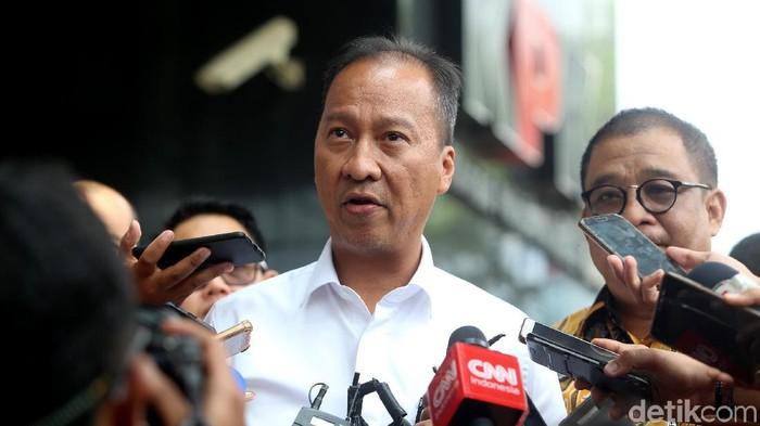 Menteri Sosial Agus Gumiwang Kartasasmita kunjungi KPK. Kedatangannya untuk membahas mengenai pencegahan korupsi.