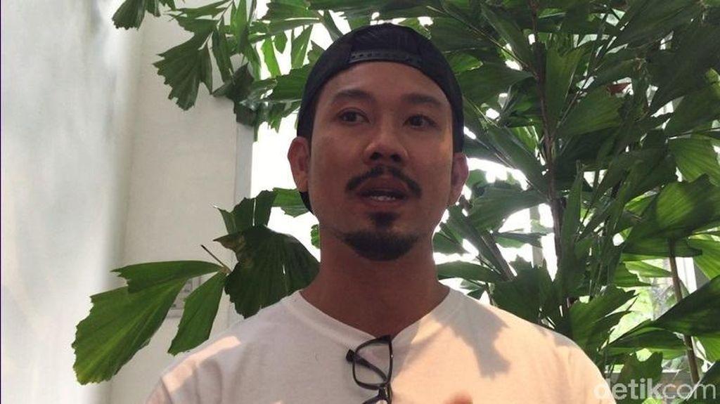 Denny Sumargo Kenang Perjuangan Ibunda, Besarkan Anak Tanpa Suami