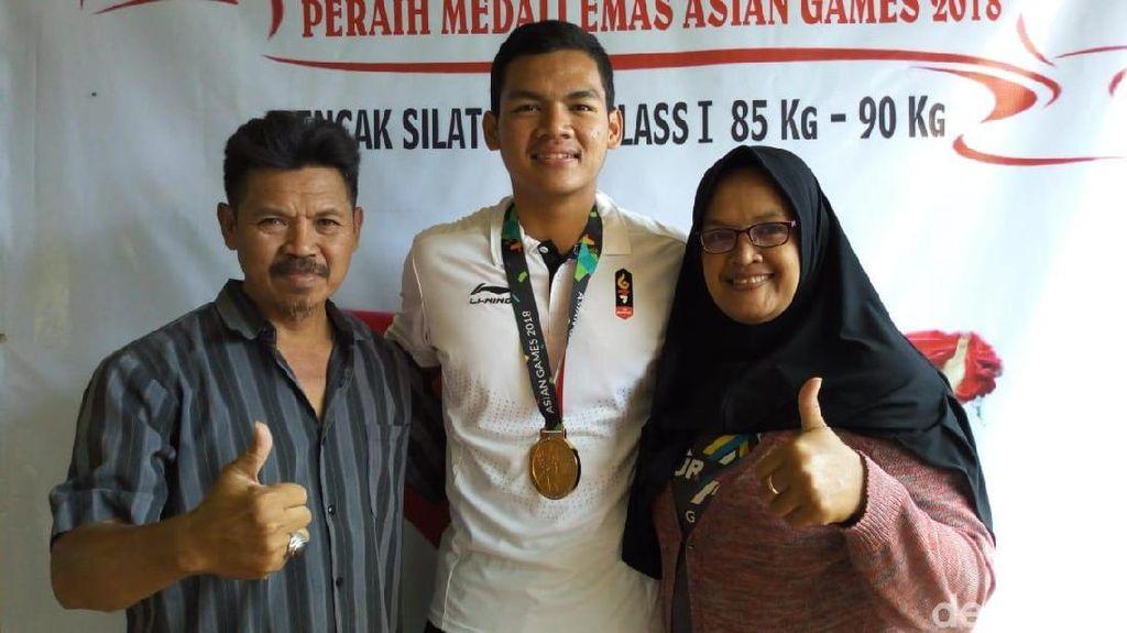 Pesilat Emas Asian Games Aji Bangkit di Mata Orang Tua