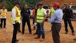 Wow, Jalan Perbatasan Kalimantan Dibangun Tembus Hutan