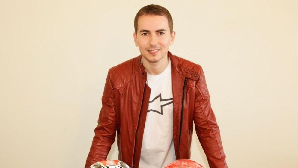 Jadi Kolektor, Lorenzo Punya 60 Helm MotoGP hingga F1