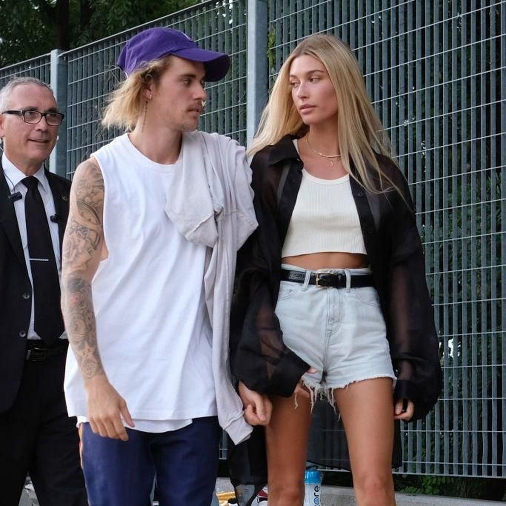 Hailey Baldwin Kini Pakai Nama Bieber di Instagram