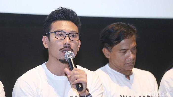 Denny Sumargo melakukan tes DNA dengan anak DJ Verny. Foto: (Desi/detikhot)