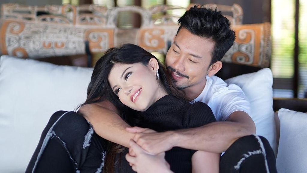 Denny Sumargo dan Dita Soedarjo Batal Nikah, Meriahnya HUT 17 Transmedia