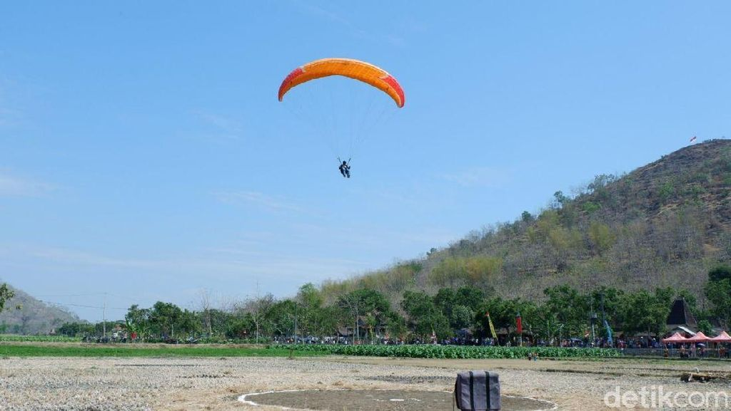 Menengok Serunya Liga Paralayang yang Digelar di Bukit Gede Ponorogo