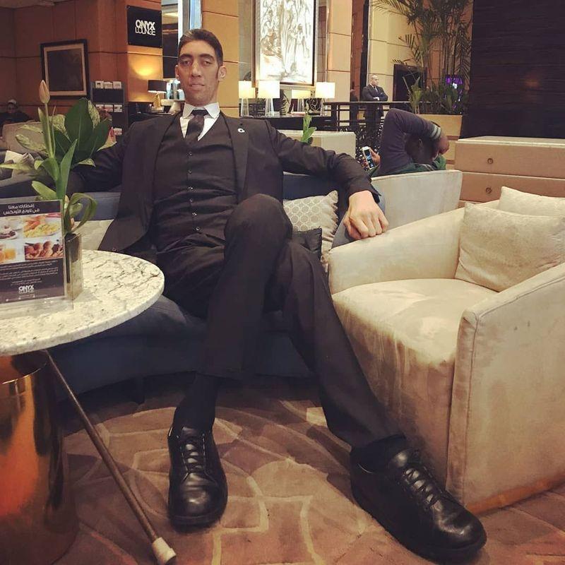 Sultan Kosen merupakan pria berkebangsaan Turki yang memegang Guinness World Record untuk manusia tertinggi di dunia. (sultankosen47/Instagram)