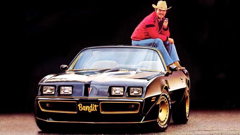 Burt Reynolds dan Pontiac Trans Am (Foto: Jalopnik)