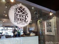 Prince House: Ngemil <i>Belgian Waffle</i> Bertopping Strawberry hingga <i>Smoked Beef</i>