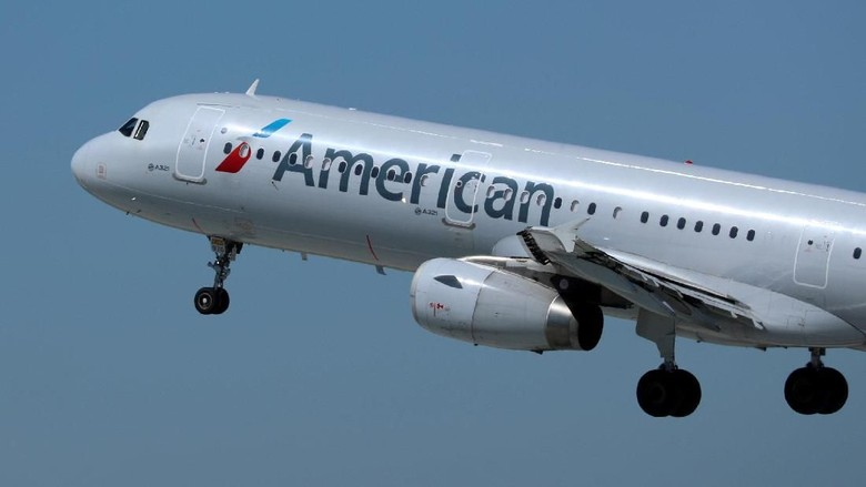 Ilustrasi maskapai American Airlines (REUTERS/Mike Blake/File Photo)