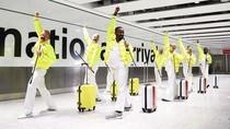 Kocaknya Tim Bagasi Bandara Heathrow Menari Ala Queen