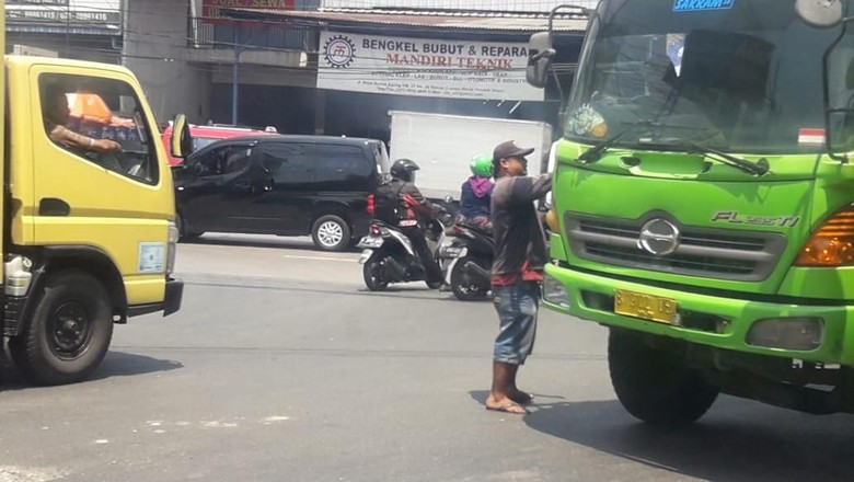 Aksi Preman Pungli di Bekasi Ini Dikeluhkan Sopir Truk