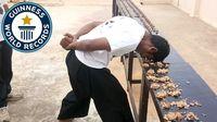 Pria Ini Pecahkan Rekor Dunia dengan Hancurkan Ratusan Walnut dengan Kepalanya