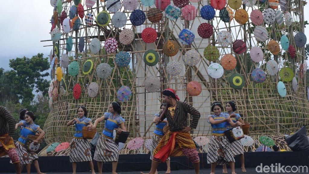 Ribuan Payung Cantik Hiasi Candi Borobudur