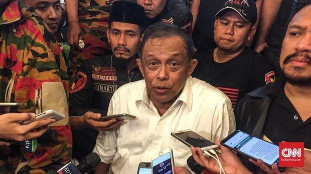 Gaya Raja Jawa ala Prabowo Beri Keris ke Calon Ketua Timses