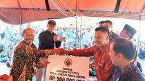 Kunjungan ke Lombok, Kemendes PDTT Serahkan Bantuan Uang dan Beras