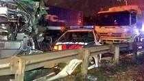 Kecelakaan di Tol Cakung, Mobil Patroli Polisi Diapit 2 Truk
