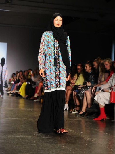 Karya batik Vivi Zubedi di New York Fashion Week. Foto: Dok. Vivi Zubedi