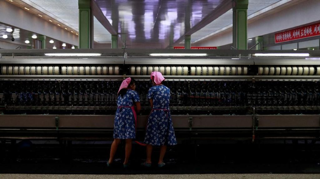 Intip Geliat Pekerja Pabrik Korut Jelang HUT Kemerdekaan ke-70