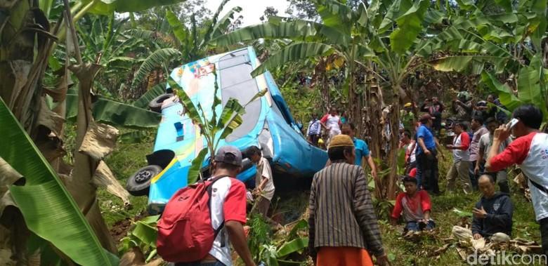 Kecelakaan bus masuk jurang di Sukabumi. Foto: Syahdan Alamsyah