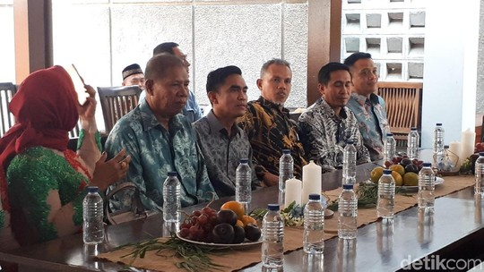 Resmi Dilamar Anggota DPRD, Shinta Bachir Berikan Senyum Terindah