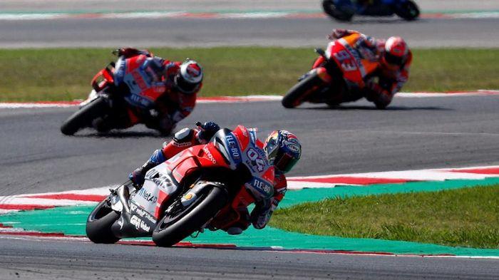 Andrea Dovizioso menantikan duel dengan Jorge Lorenzo dan Marc Marquez di MotoGP Aragon (Foto: Max Rossi/Reuters)