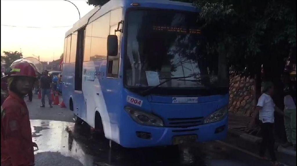 Bus Feeder TransJakarta Terbakar di Cipinang, Lalin Macet