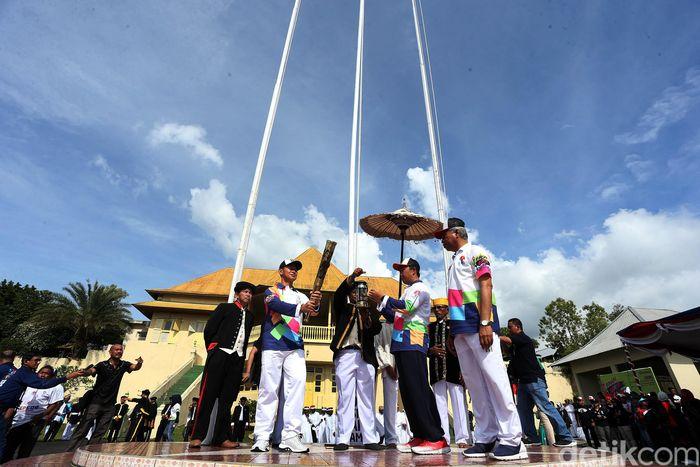 Proses penyulutan obor Asian Para Games 2018 digelar di Kedaton Kesultanan Ternate.