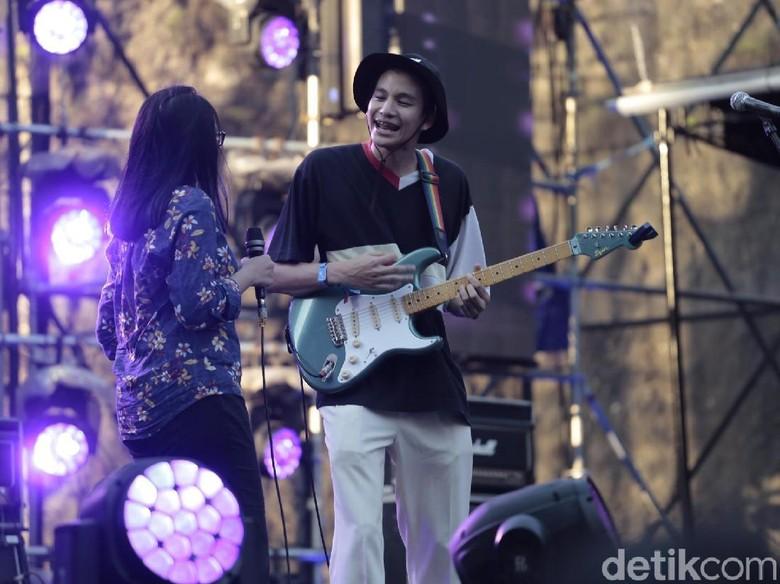 Phum Viphurit Bawa Aura Positif di Soundrenaline 2018 Hari Kedua
