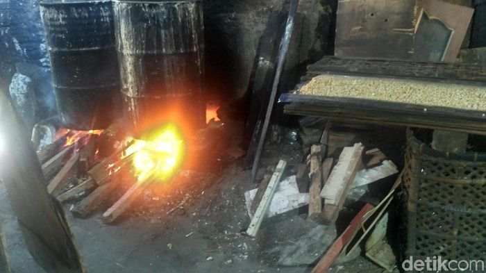 Tempat ini merupakan sentra perajin tempe, di mana kebanyakan warganya menggantung hidup dari berjualan produk dari bahan baku kedelai ini.Foto: Achmad Dwiafriyadi