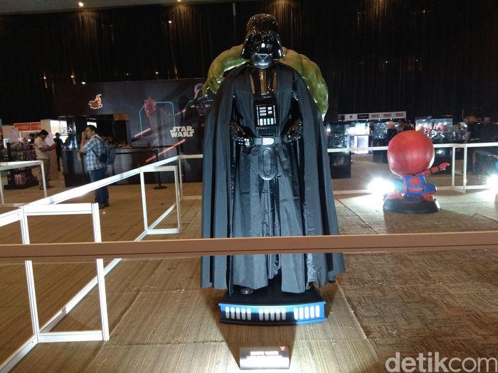 Pada pameran mainan Battle Of The Toys (BOTT) di Jakarta International Expo atau JIExpo Kemayoran, Jakarta, terpampang action figure yang ukurannya sama dengan sosok aslinya. Foto: Trio Hamdani