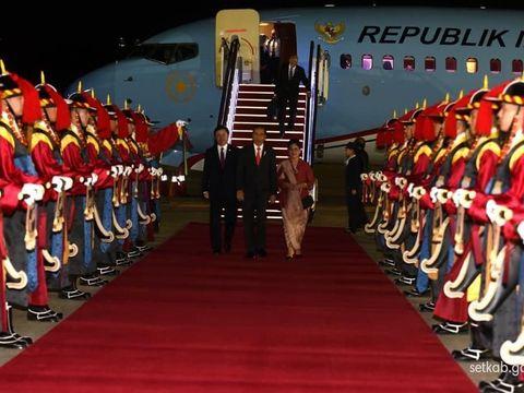 Jokowi dan Iriana saat tiba di Korea Selatan.