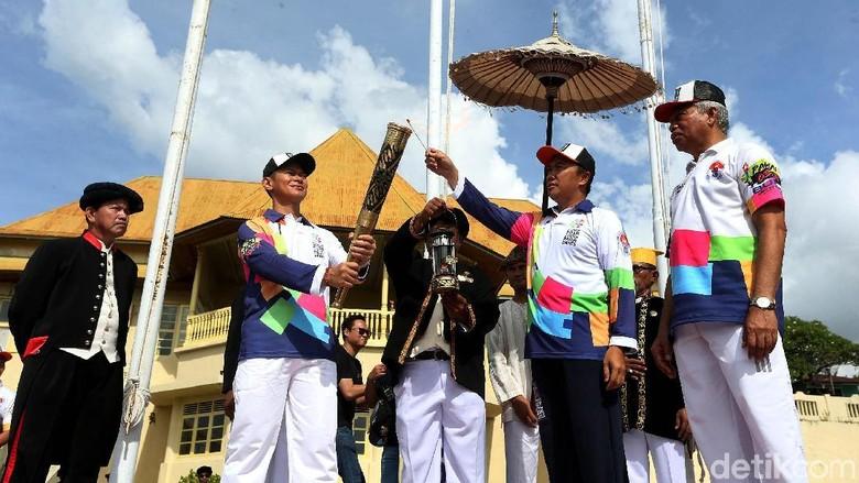 Api Obor Asian Para Games 2018 diarak di Ternate (Rengga Sancaya/detikcom)