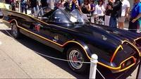Banyak pencinta Batman menganggap Batmobile versi tahun 1966 ini sebagai yang terbaik. Batmobile yang kendarai oleh Adam West ini menjadi salah satu kendaraan ikonik sepanjang sejarah Batman. (Screenshot Instagram Erick Thohir)