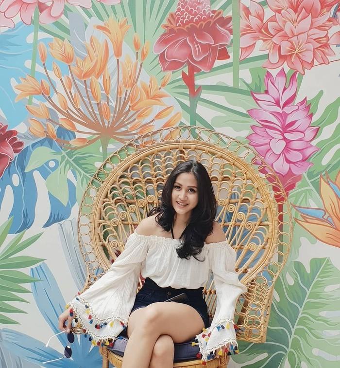 Dara cantik lulusan University of Queensland ini lahir di tahun 1993. (Instagram @talitawb)