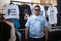 Peran Penting 'Kucing Air' Bagi Kolektor Kaus Band