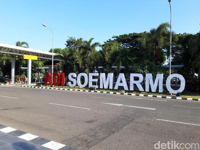 kondisi bandara adi soemarmo solo setelah dhani dan neno batal hadir