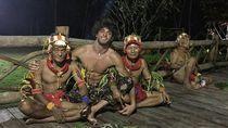 Model Brasil Tampan dan Pesona Kepulauan Mentawai