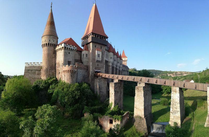Di kastil inilah karakter Valak dalam film The Nun dikubur. Kastil ini juga menjadi latar film horor The Nun. (Muzeul Castelul Corvinilor)