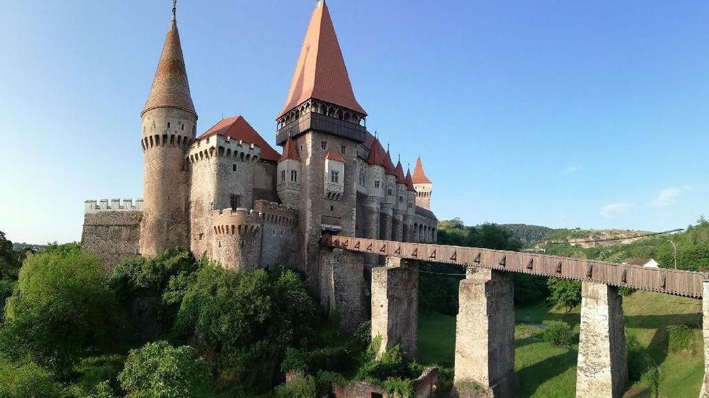 Foto: Kastil Tempat Valak Dikubur