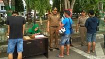 Pakai Celana Pendek di Depan Masjid Raya Aceh, 14 Pria Dirazia