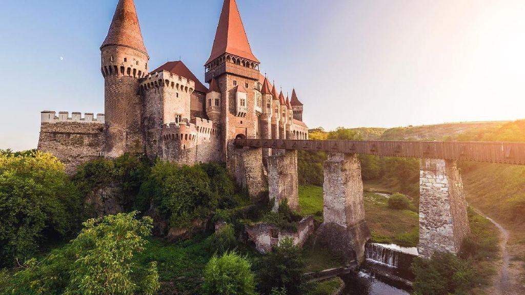 Kastil Horor Tempat Syutingnya The Nun