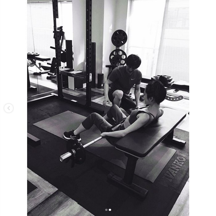 Kamu sudah pergi ke gym belum hari ini? (Foto: Instagram/atsuko_maeda_official)