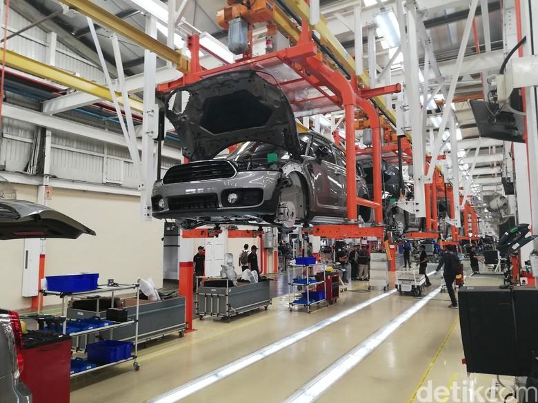 Mobil MINI Countryman kini dirakit lokal di pabrik Sunter, Jakarta. Foto: Rizki Pratama
